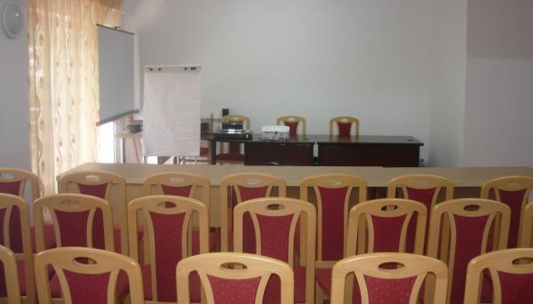 Sala de conferinte a Hotelului International din Baile Herculane